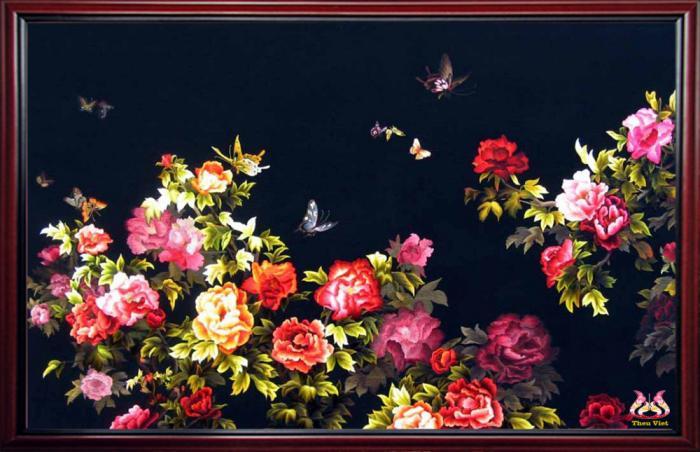 cach treo tranh theu hoa mau don hop phong thuy