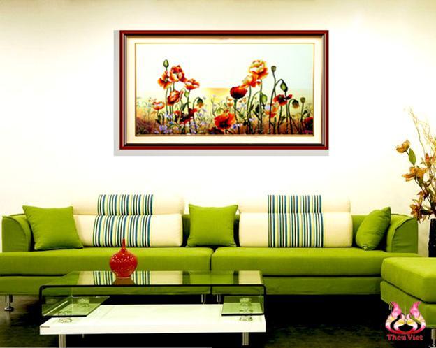tranh thêu hoa colico treo tại phòng khách