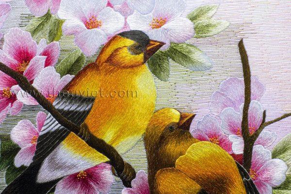 chi tiết tranh thêu tay đôi chim vàng anh