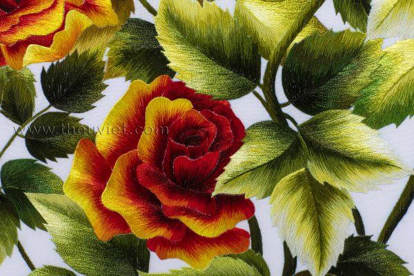 Chi tiết tranh thêu tay hoa hồng MHOA0084