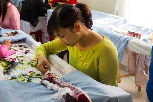 7 phương pháp thêu đơn giản khi thêu tranh thêu tay truyền thống 12