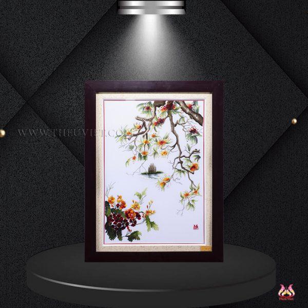 Chi tiết Tranh thêu tay hồ gươm hoa phượng MHG0004