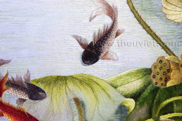 chi tiết tranh thêu tay phong thủy hoa sen cá chép MSEN0078