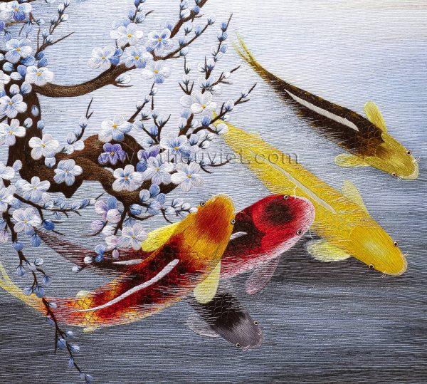 chi tiết tranh thêu tay cá chép hoa đào MHOA0197